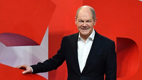 Germany faces up to unpredictable post-Merkel era