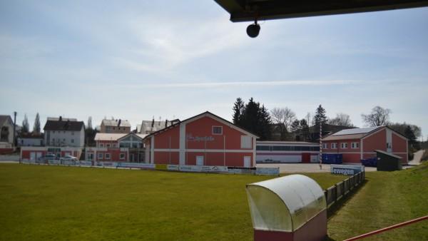 SSV Höchstädt Sportplatz Blick vom Fußballfeld auf das neue Sportzentrum mit Mehrzweckhalle, Gaststätte, Geschäftsstelle