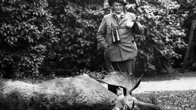 Hermann Göring mit einem erlegten Elch, 1933