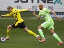 24.04.2021, Volkswagen Arena, Wolfsburg, Ligaspiel, 1. Bundesliga, VfL Wolfsburg vs Borussia Dortmund, im Bild Erling Ha