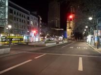 25.04.2021,Berlin,Deutschland,GER,Impressionen am Abend.Es gilt eine Ausgangssperre von 22.00 bis 05.00 Uhr.Notbremse.Ta