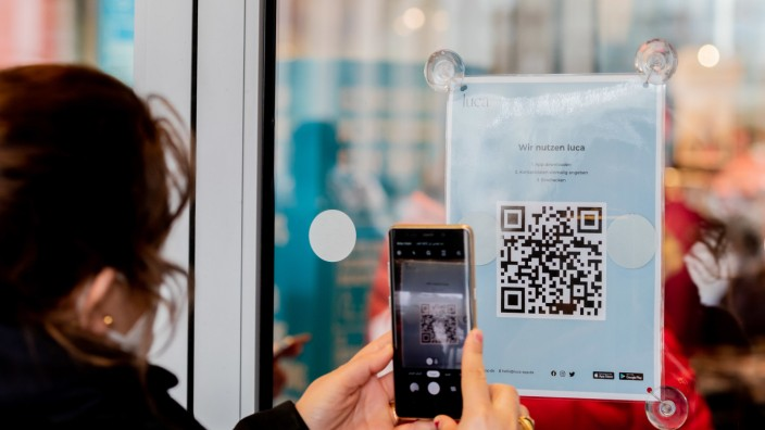 Coronavirus - Berlin - Shopping mit Luca-App