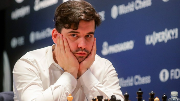 MOSCOW RUSSIA - MAY 28 2019 Grandmaster Yan Nepomnyashchy plays a chess match against Alexander; Schach