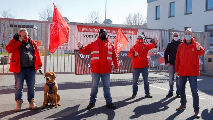 Streik_ VW- Werk 26.04.2021, Chemnitz, Streik Im Chemnitzer VW- Motorenwerk hat am Sonntag mit Beginn der Nachtschicht e