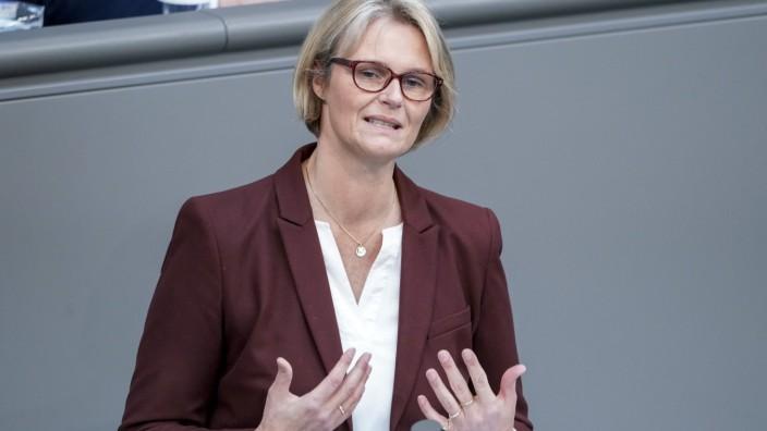 222. Bundestagssitzung und Debatte in Berlin Aktuell, 16.04.2021, Berlin, Anja Karliczek die Bundesministerin fuer Bild