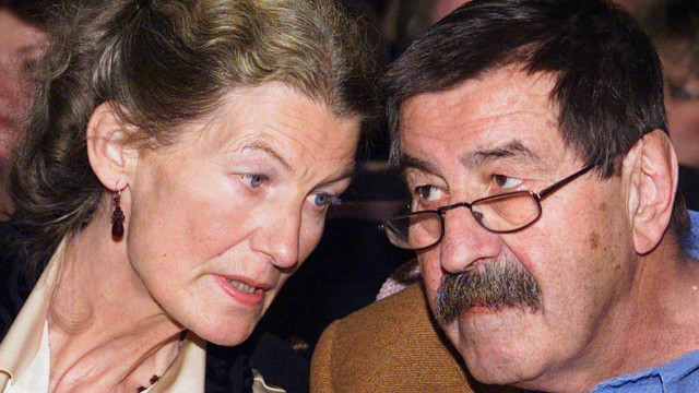 GERMAN WRITER GRASS LISTENS TO HIS WIFE UTE IN LUEBECK