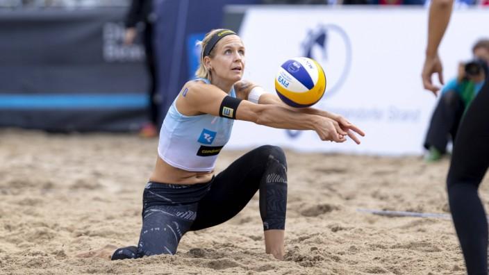 Laura Ludwig (blau). Kozuch / Ludwig vs. Ittlinger / Laboureur, Finale, Beachvolleyball, Deutsche Meisterschaft, 05.09.2; Beachvolleyball