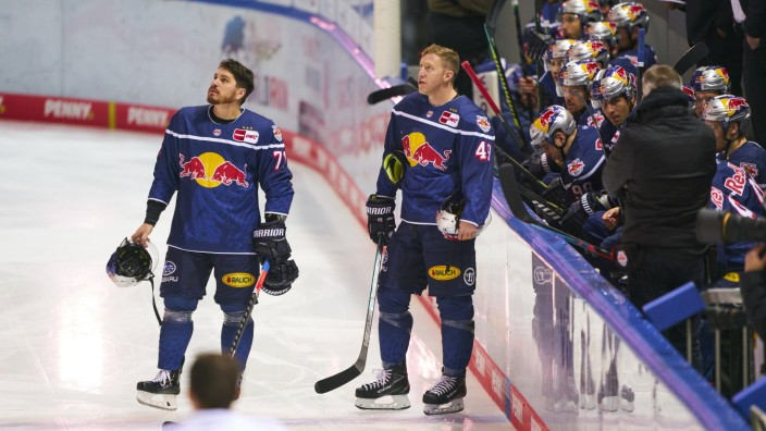 Mark VOAKES, EHC RB Muc 49 Chris BOURQUE, EHC RB Muc 71 in the match EHC RB MUENCHEN - AUGSBURGER PANTHER 3-2 DEL, 1. Ge