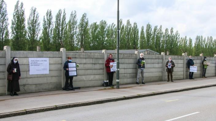 Mahnwache vor der KZ Gedenkstätte Dachau, 2020