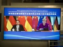 Bundeskanzlerin Angela Merkel, CDU, (R) und Li Keqiang, Ministerpraesident der Volksrepublik China, (L) aufgenommen auf