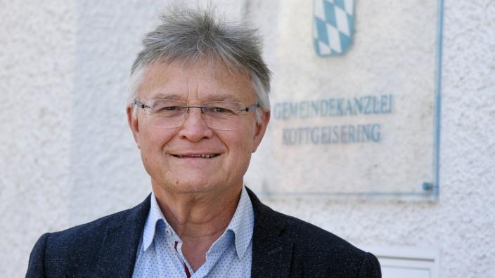 Kottgeisering: Seit 18 Jahren ist Andreas Folger in der Kommunalpolitik, seit einem Jahr nun Bürgermeister. Für das Ehrenamt hat der 63-Jährige seine beruflich Arbeitszeit reduziert.
