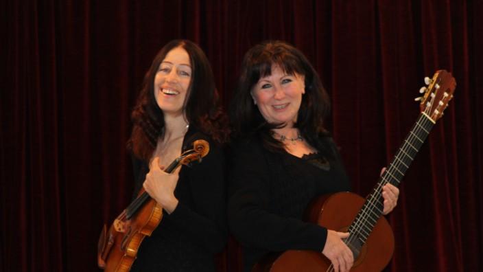 Sunny Howard (Geige) und Ingrid Westermeier (Gitarre)