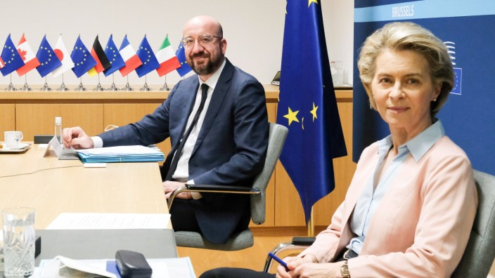 (210219) -- BRUSSELS, Feb. 19, 2021 -- European Council President Charles Michel (L) and European Commission President U
