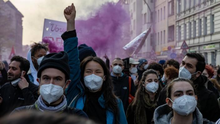 Revolutionäre 1. Mai Demonstration Berlin 01.05.2021 Unter dem Motto: Yallah Klassenkampf demonstrieren mehrere Tausend