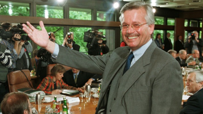 NEWQ SPEAKER OF THE GOVERNMENT HAUSER GESTURES AT CABINET MEETING IN BONN
