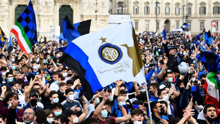 Serie A - Inter Milan fans celebrate winning Serie A