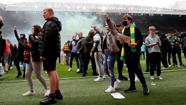 Old Trafford: Fans von Manchester United verhindern das Duell mit dem FC Liverpool