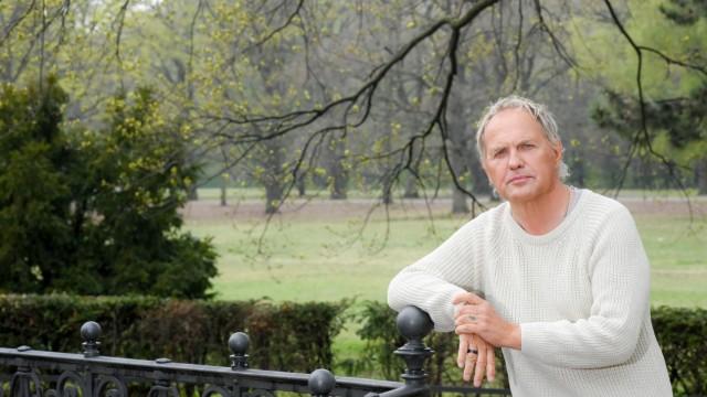 EXCLUSIVE - Ein Spaziergang mit Uwe Ochsenknecht