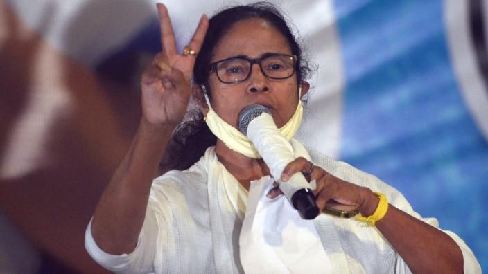 KOLKATA, INDIA - MAY 2: All India Trinamool Congress Chief and West Bengal Chief Minister Mamata Banerjee shows the vic