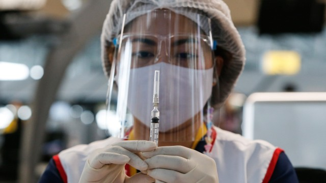 April 28, 2021, Bangkok, Thailand: A health worker prepares a dose of the CoronaVac (Sinovac) vaccine at Suvarnabhumi a