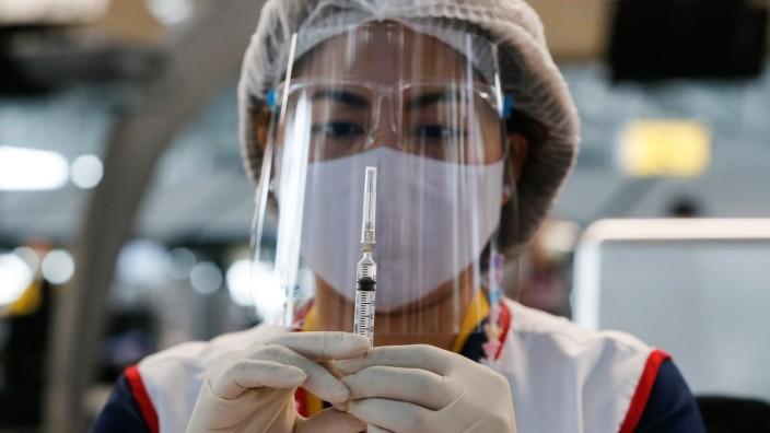 April 28, 2021, Bangkok, Thailand: A health worker prepares a dose of the CoronaVac (Sinovac) vaccine at Suvarnabhumi a