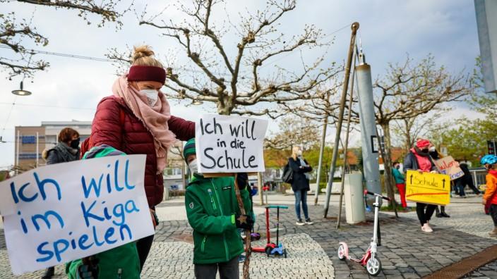 GERMERING: Kundgebung für die Öffnungen der Bildungseinrichtungen