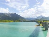 Germany Bavaria Sylvenstein Dam View to Karwendel mountains in Austria PUBLICATIONxINxGERxSUIxAUT