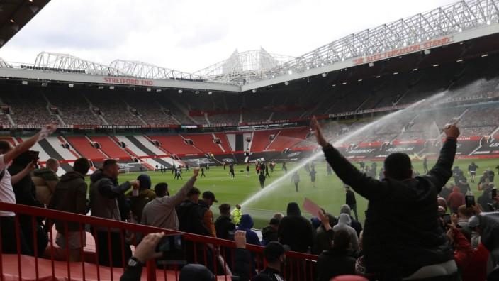 Premier League: Fans von Manchester United protestieren im Old Trafford