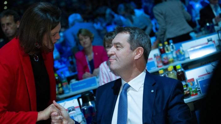 CSU Parteitag in München, Ilse Aigner mit Bayerns Ministerpräsident und CSU Vorsitzender Markus Söder beim CSU Parteita