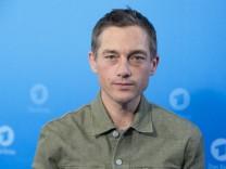 Volker BRUCH, Schauspieler, Protagonist in der Serie Babylon Berlin , Portraet, Porträt, Portrait, Angeschnittenes Einze