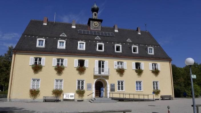 Neubiberg: Das Neubiberger Rathaus soll durch einen Anbau in Hybridbauweise erweitert werden.