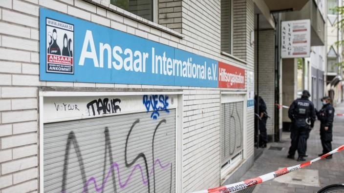Innenminister verbietet Islamisten-Verein Ansaar International