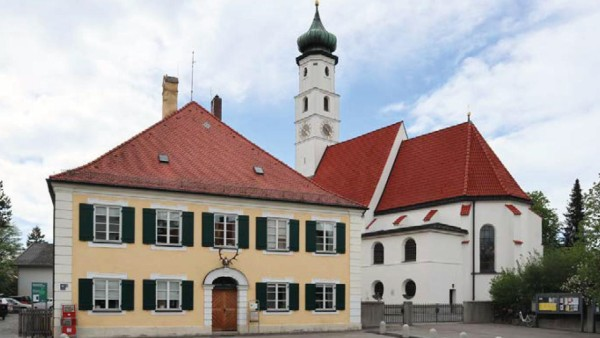 München: alter historischer Dorfkern Forstenried mit Forsthaus und Kirche