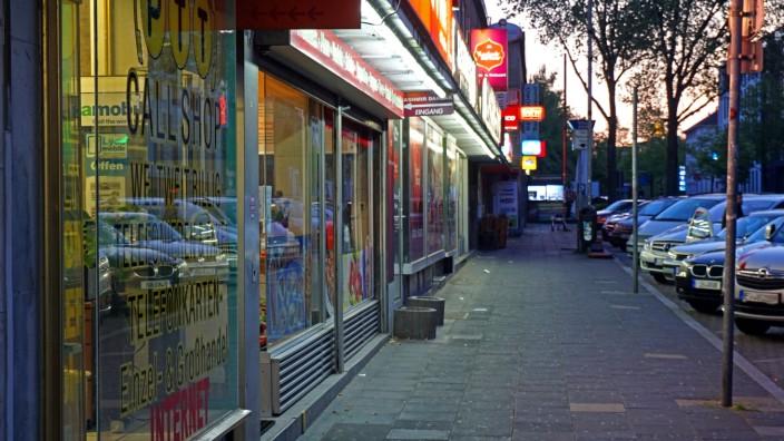 Öffentlicher Stillstand während der Ausgangssperre Ausgangssperre in Essen ab 22 Uhr bis 5 Uhr am Morgen. Impressionen a
