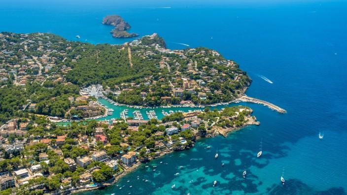 Luftbild, Ortsansicht und Hafen Santa Ponsa, Bucht von Santa Ponsa, Cruz del Descubrimiento, Santa Ponsa, Calvià , Mallo