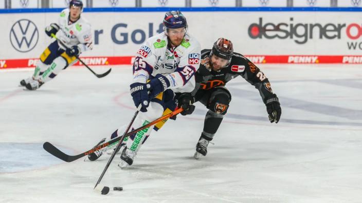 Eishockey DEL Playoff - Finale: Grizzlys Wolfsburg vs Eisbären Berlin am 05.05.2021 in der Eis Arena in Wolfsburg John