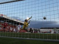 Rafael Garcia (Mannheim) erzielt das 0:2 GER, SpVgg Unterhaching vs. Waldhof Mannheim, Fussball, 3.Bundesliga, Saison 20