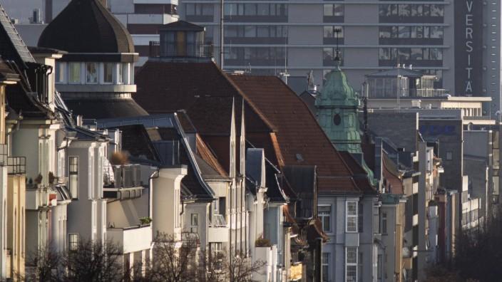 Haeuser an der Bismarckstrasse werden von der Sonne angestrahlt in Berlin, 31.01.2020. Berlin Deutschland *** Houses on