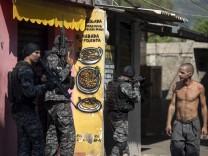 Polizeigewalt in Brasilien: Mit Sturmgewehren in die Favela