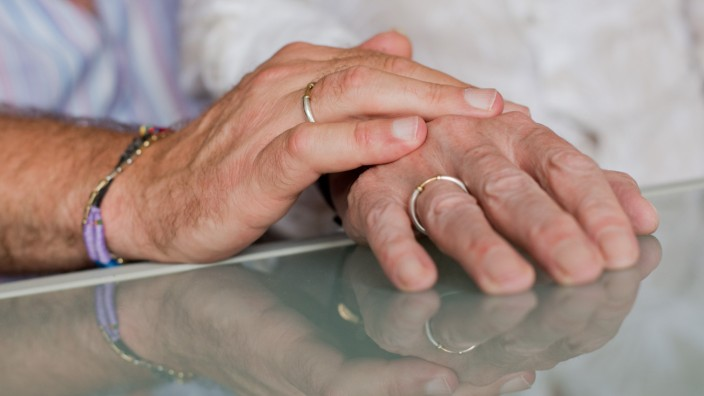 Ehe für alle in Sachsen-Anhalts Kirchen: Segnung ja, Trauung nei