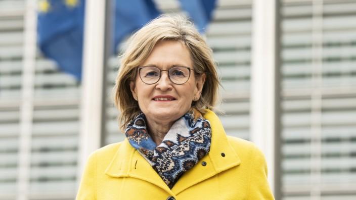 Portrait of Commissioner McGuinness (pour un magasine/presse itw)