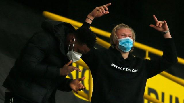 Borussia Dortmund: Fan im Stadion ohne Fans: Erling Haaland eskalierte auf der Tribüne ob des 3:2-Sieges seiner Mannschaft.