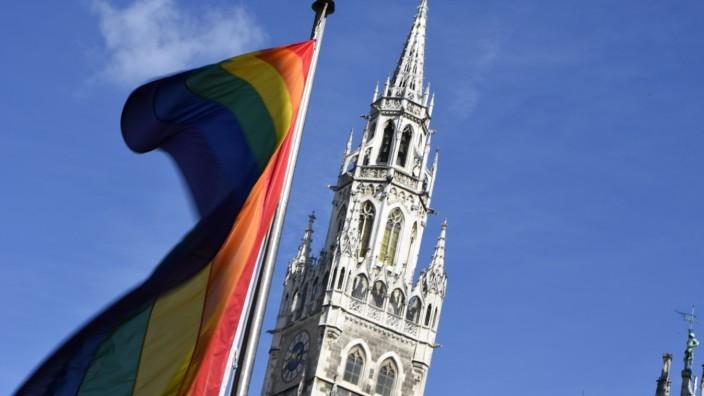 Regenbogenflaggen zum Christopher Street Day in München, 2020