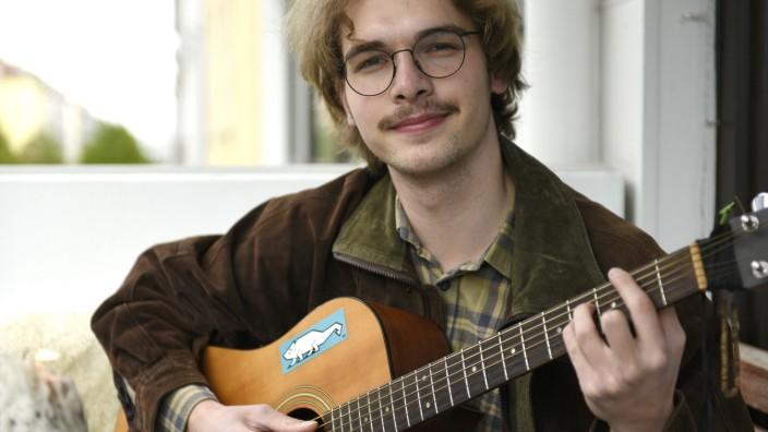 Finn Schorlau, Straßenmusiker, 2021
