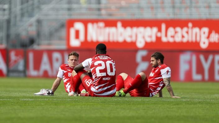 2. Bundesliga; FC Wuerzburger Kickers - VfL Osnabrueck; 08.05.2021 Patrick Sontheimer ( 12, FC Wuerzburger Kickers), Rid