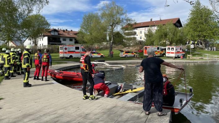 Kleinflugzeug stürzt im Oberallgäu in Badesee