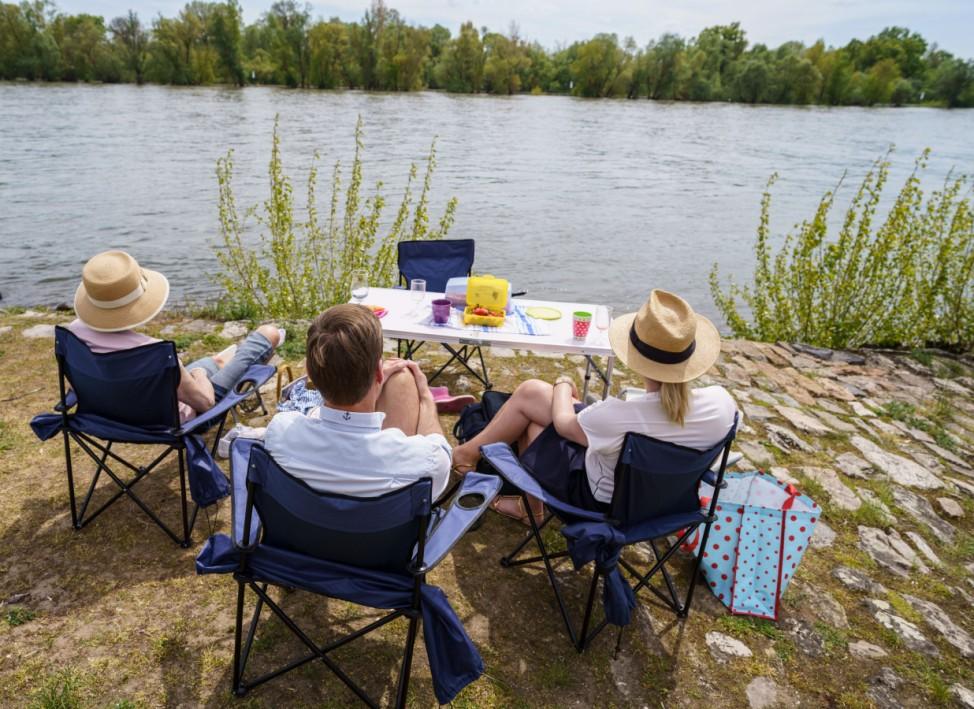 Mini-Sommer am Rheinufer
