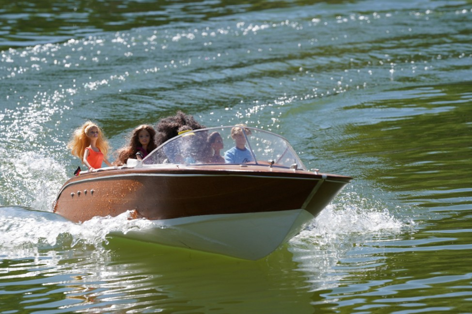 Mit Barbies an Bord im E-Boot auf dem Egelsee