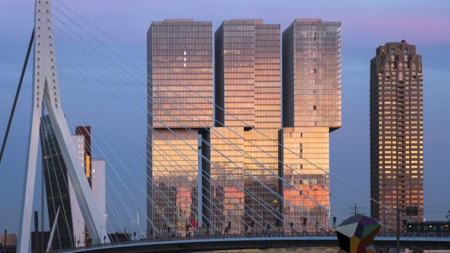Netherlands, Rotterdam, Erasmusbrug and Nhow Hotel in the evening FC001024