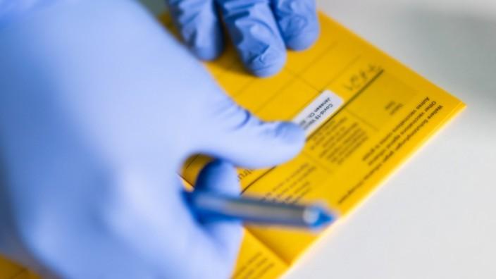Corona-Impfung: Eintrag in einem Impfpass